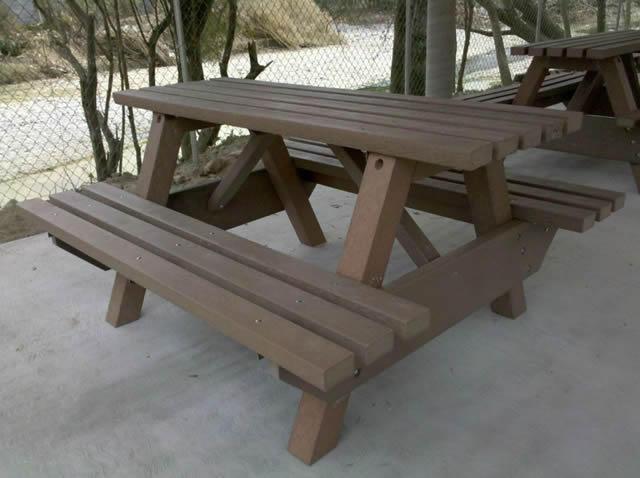 Plastimadera bancas pisos muebles para jardin pergolas for Bancas de jardin de madera