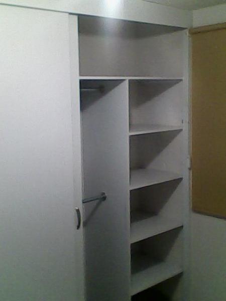 Closet melamina instalado con puertas 2990 pachuca for Closet melamina