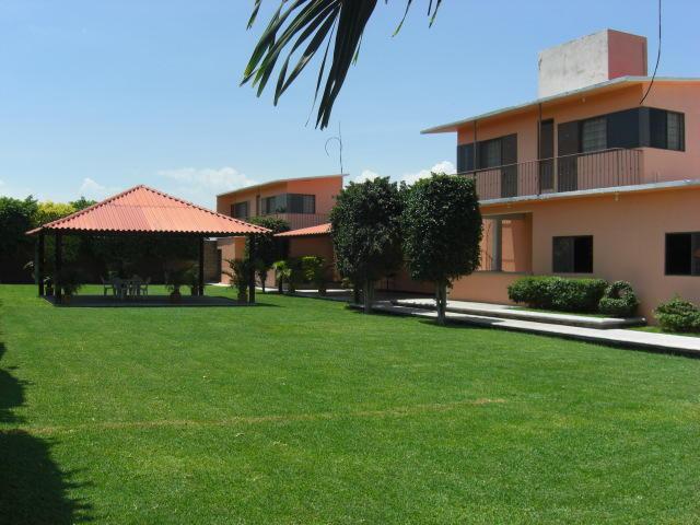 Se renta casa con jardin y alberca en tequesquitengo for Casa con jardin barcelona alquiler