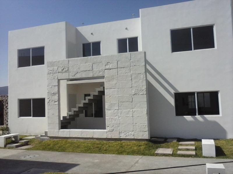 Casa en fraccionamiento los prados en yautepec cuernavaca for Fachadas duplex minimalistas